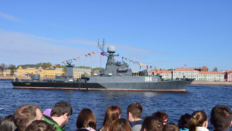 Zeeparade gewijd aan Victory Day in St. Petersburg, Rusland stock foto's