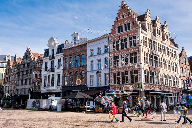 Zeepbels bij het Korenmarkt-vierkant in Gent belgië royalty-vrije stock foto's
