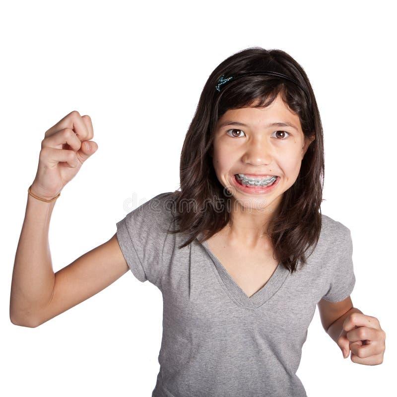 Zeer boos jong meisje met vuist stock foto