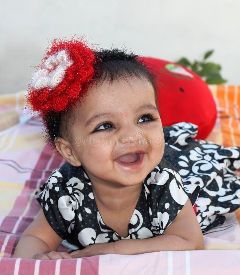 Zeer Gelukkig Aziatisch babymeisje stock foto's