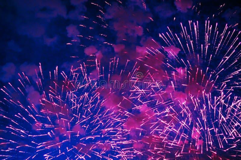 Zeer goedkoop vuurwerk over de stad royalty-vrije stock foto's