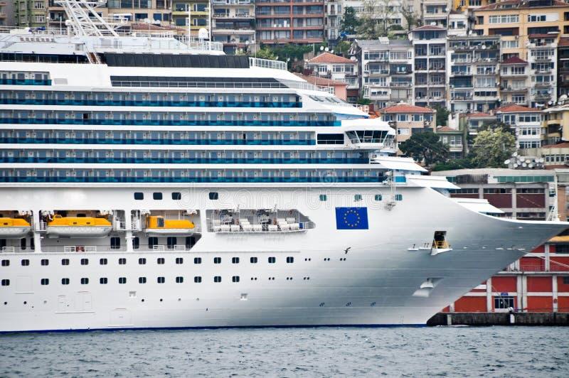 Zeer groot cruiseschip royalty-vrije stock afbeelding
