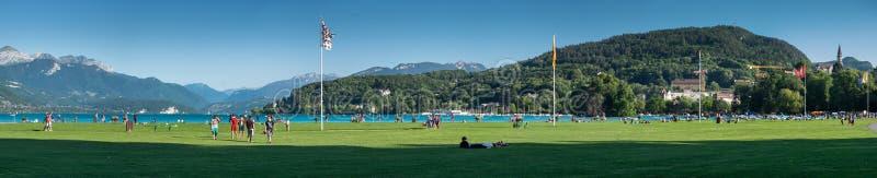 Zeer groot panorama van Annecy meerdijk Haute-Savoie, Frankrijk royalty-vrije stock afbeeldingen