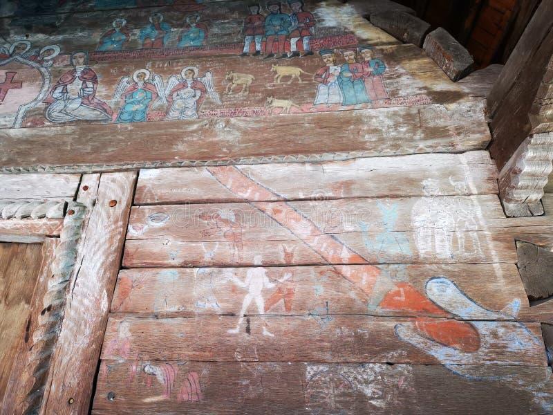 Zeer het oude schilderen op de muur van een houten kerk royalty-vrije stock afbeelding