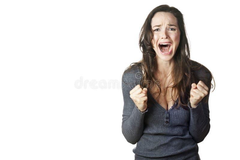 Zeer het verstoorde en emotionele vrouw schreeuwen. royalty-vrije stock fotografie