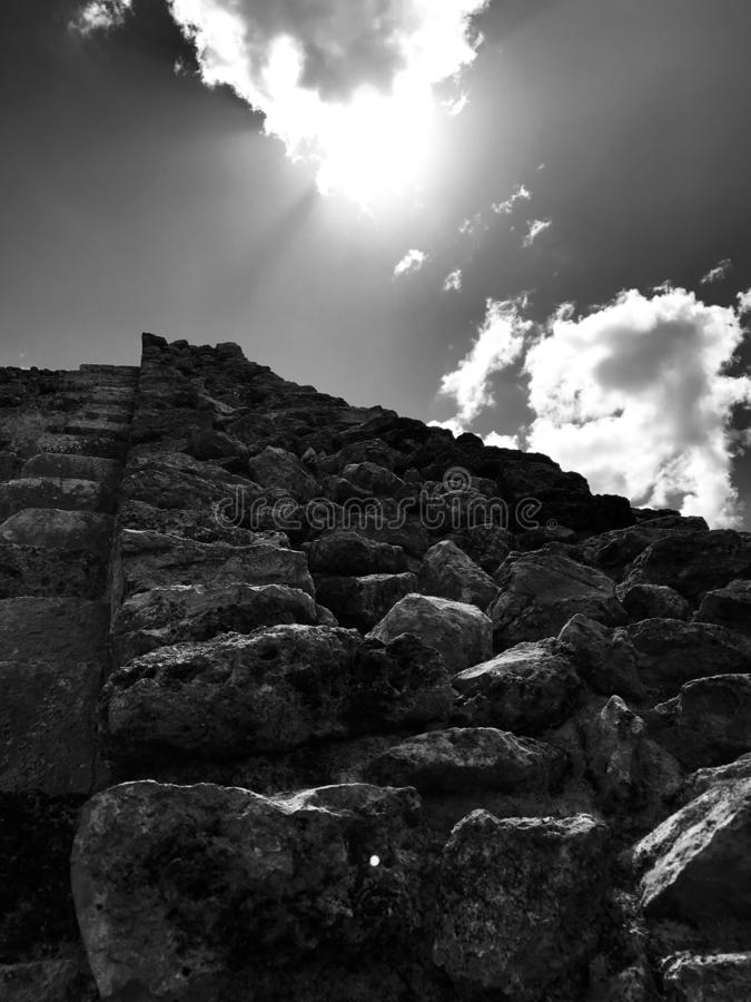 Zeer hoogste van een piramide in Mayapan - YUCATAN - MEXICO royalty-vrije stock foto's