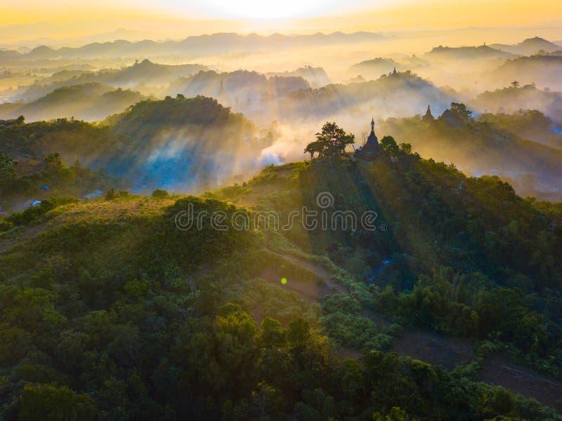 Zeer mooie landschappen op Mrauk U, deelstaat Rakhine, Myanmar stock fotografie