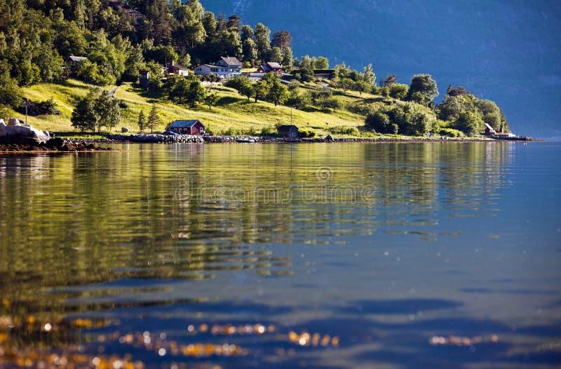 Zeer mooie landschapsmening van de comfortabele kleine huizen op h stock afbeeldingen