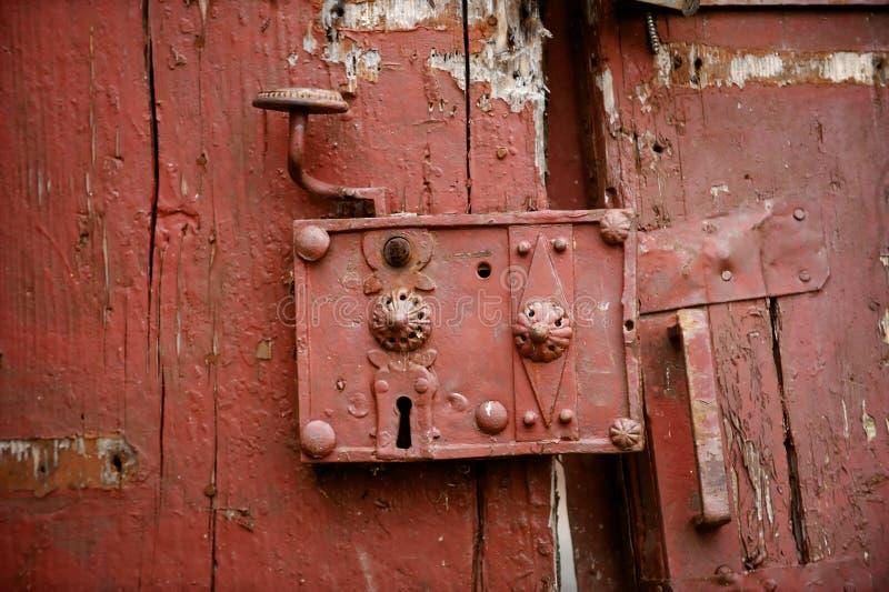 Zeer oud deurslot stock afbeelding