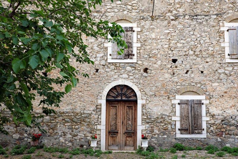 Zeer Oud Rots en Moddermortierhuis, Galaxidi, Griekenland stock fotografie