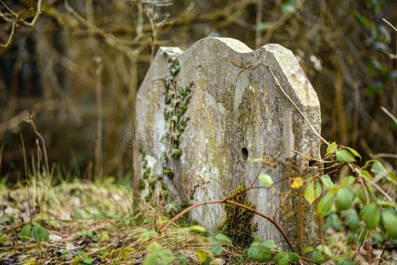 Zeer oude begraafplaats stock foto