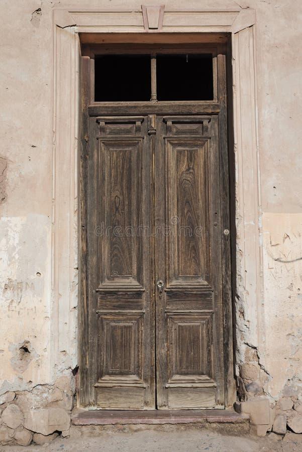 Zeer oude deur stock afbeeldingen