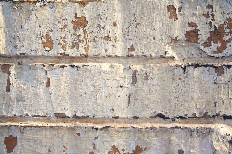 Zeer oude versleten en doorstane bakstenen muur royalty-vrije stock foto's