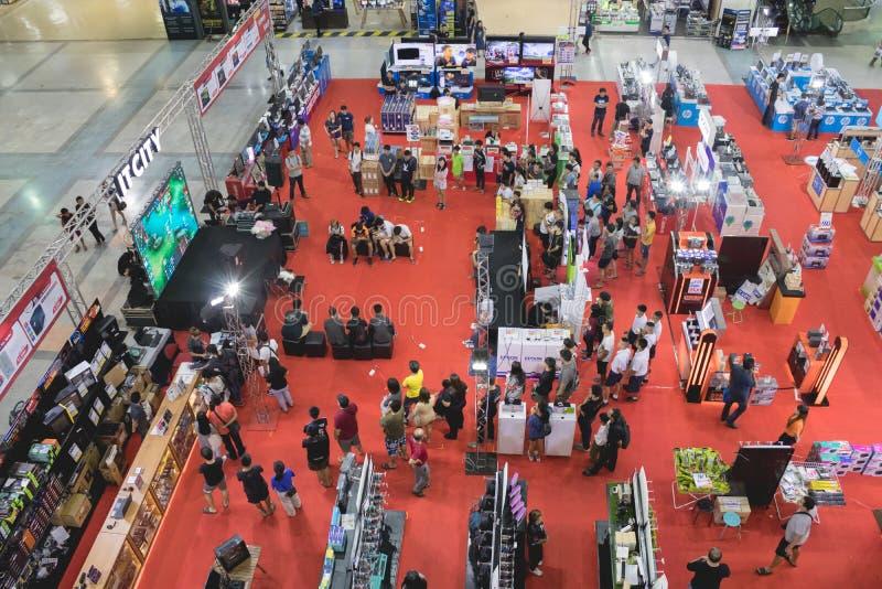 Zeer Rangsit,巴吞他尼府,泰国, 5月06,2018 :人群做着Zeer的Rangsit百货大楼活动 免版税图库摄影