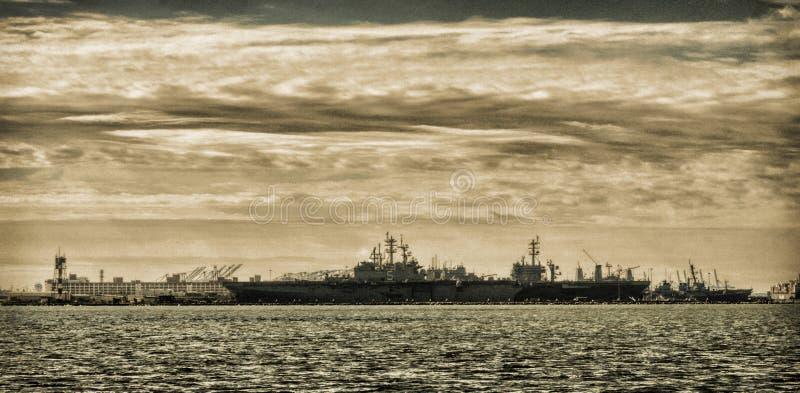 Zeeschepen in detail Haven in Sepia stock foto
