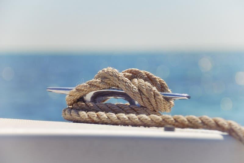 Zeevaartknoop op een Boot royalty-vrije stock afbeelding