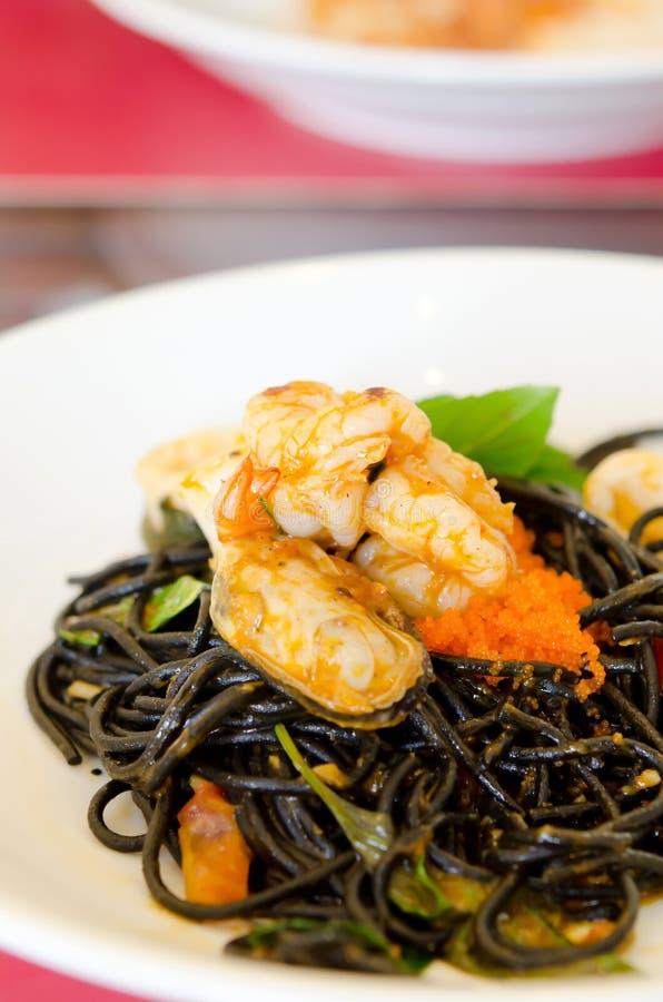 Download Zeevruchten En Zwarte Spaghetti Stock Foto - Afbeelding bestaande uit cuisine, schotel: 29513134