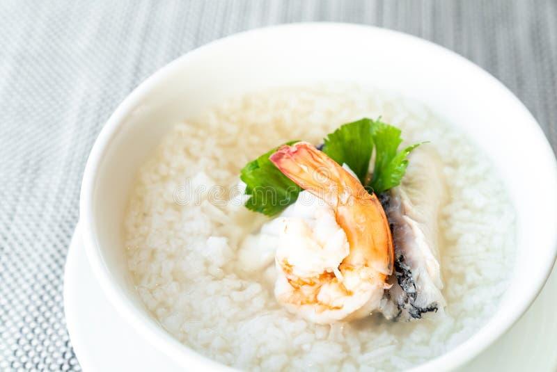 Zeevruchten gekookte rijst stock fotografie