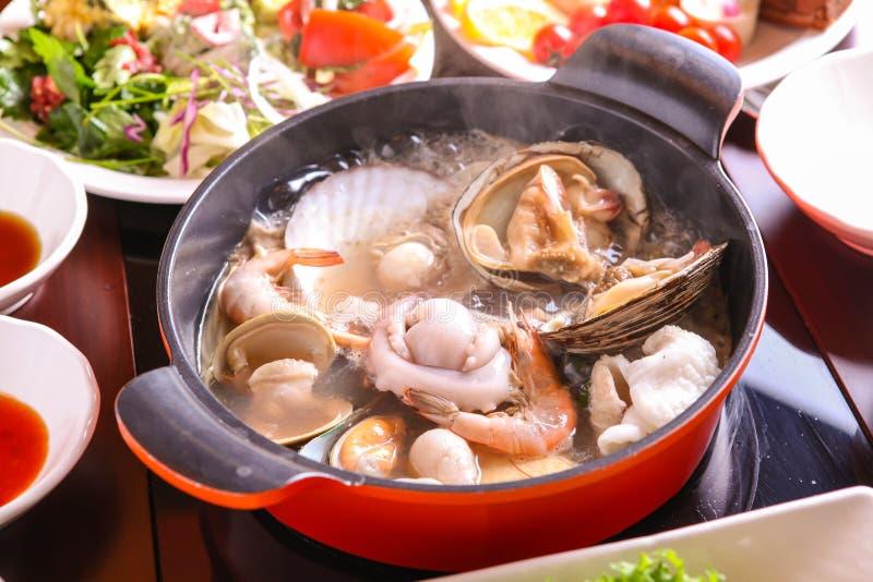 Zeevruchten shabu-Shabu met bijgerecht stock foto's