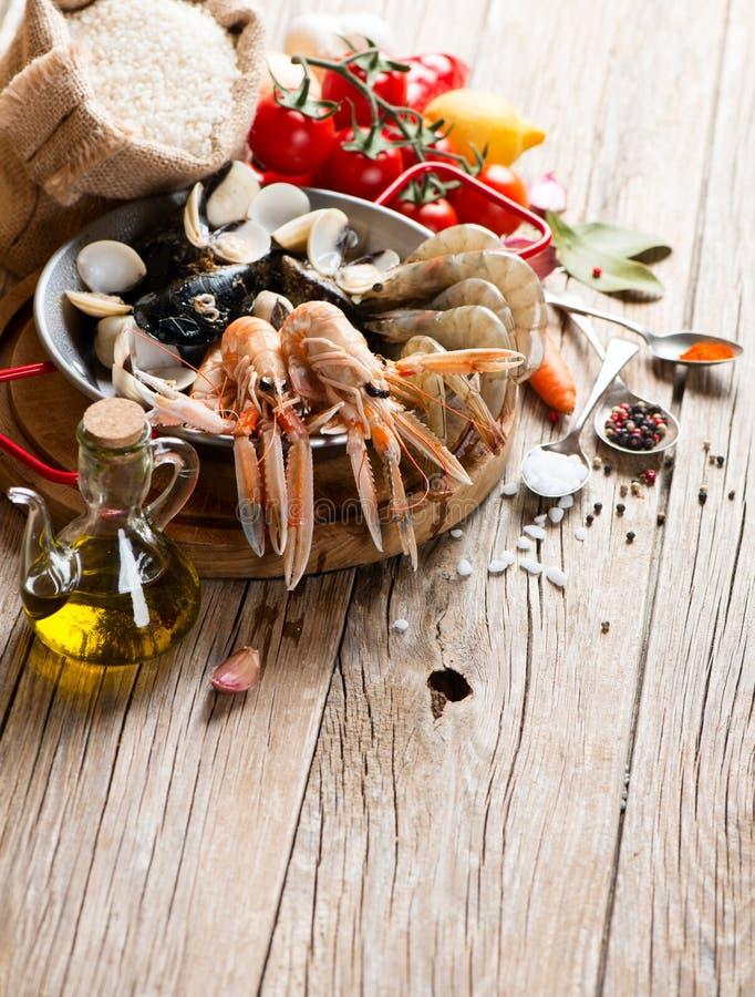 Zeevruchten voor typische Spaanse paella stock afbeelding