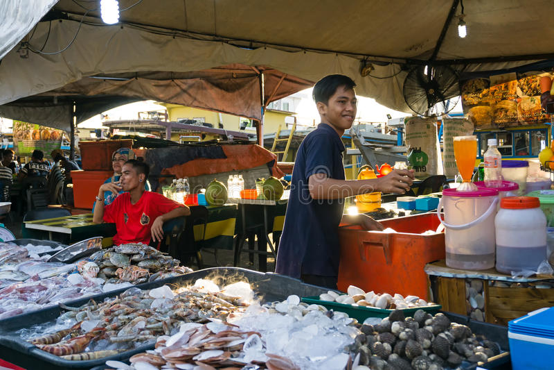 Zeevruchtenmarkt in Kota Kinabalu, Sabah Borneo royalty-vrije stock foto's