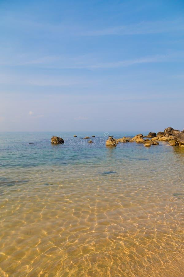 Zeewater op Phu Quoc, Vietnam royalty-vrije stock foto