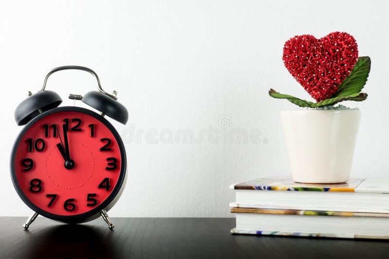 Zegar liczy dla miłości serca valentines obrazy royalty free