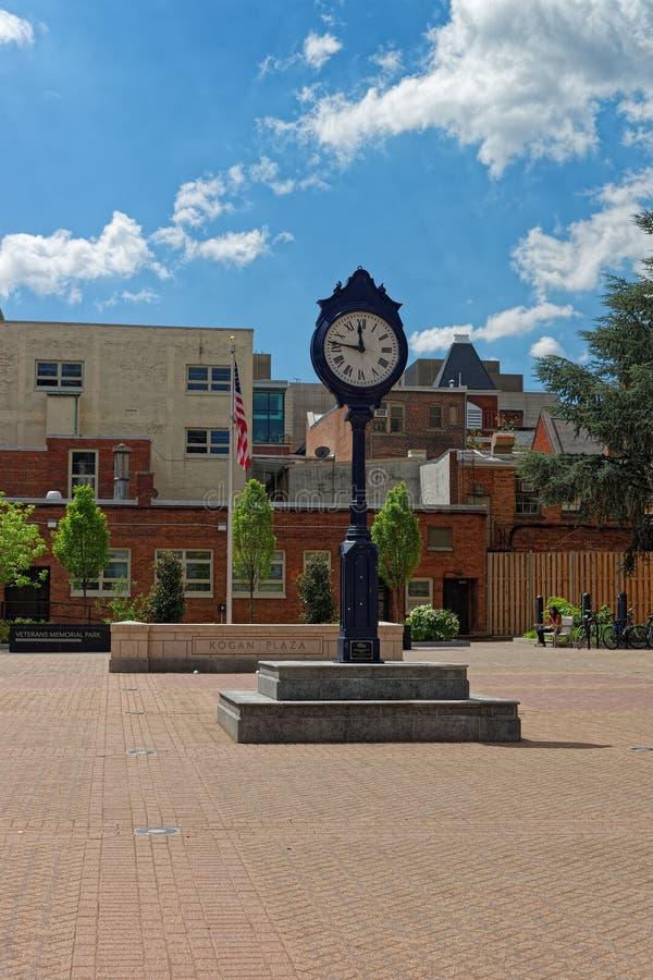 Zegar w Kogan placu w Waszyngtońskim kampusie fotografia royalty free