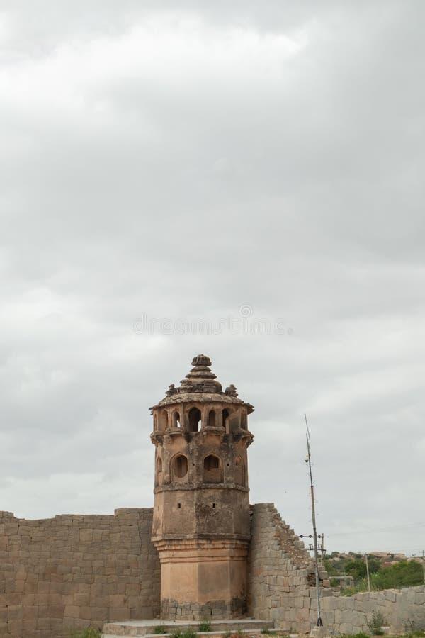Zegarka wierza Zanana klauzura przy Hampi - UNESCO światowego dziedzictwa miejsce Hampi, India zdjęcie royalty free