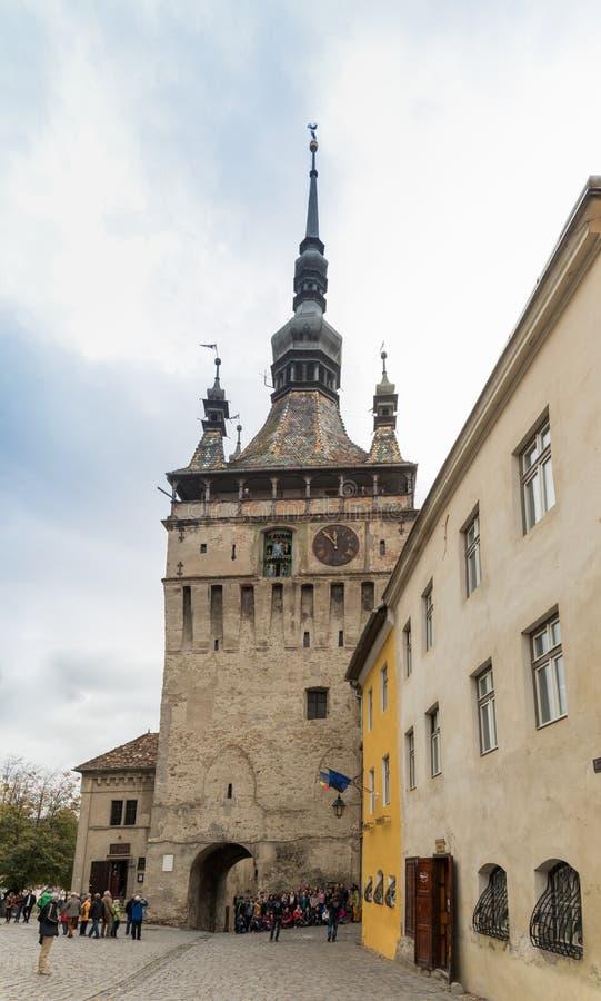 Zegarowy wierza budujący w czternastym wieku, ten ikonowy zegarowy wierza słuzyć jako główna brama miasta ` s cytadela w Sighisoa fotografia stock