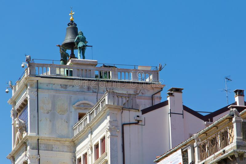 Zegarowy wierza dzwon w Świątobliwym Mark ` s kwadracie w Wenecja zdjęcie royalty free