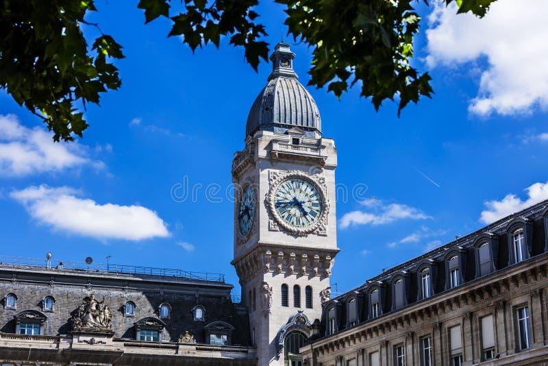 Zegarowy wierza gare de lyon stacja kolejowa Paris france zdjęcie stock
