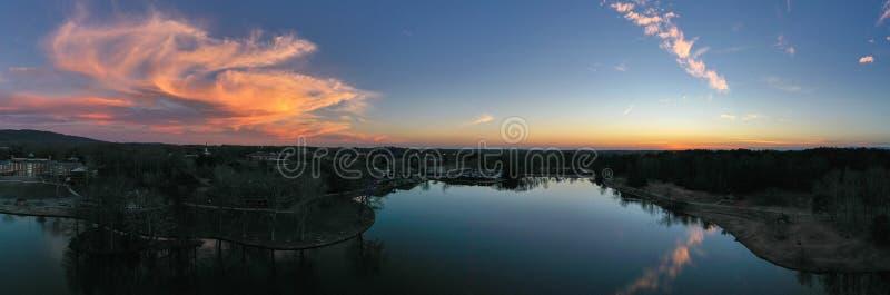 Zegarowy wierza na Furman jeziorze fotografia stock