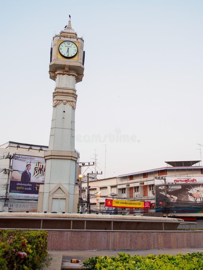 Zegarowy wierza przy rondem, pionowo, Phitsanulok, Tajlandia zdjęcie stock
