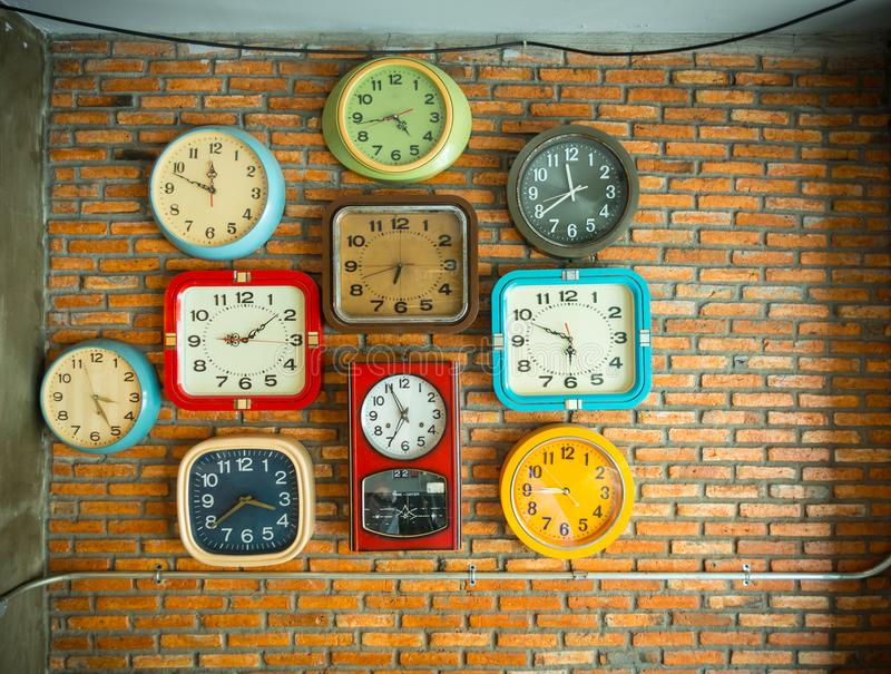 Zegary na ścianie obraz stock