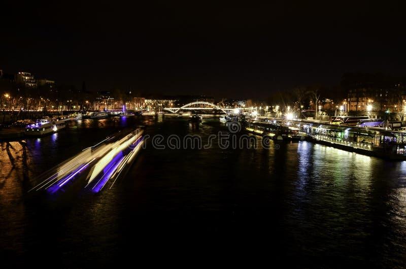 Zegenrivier, Parijs, Frankrijk bij nacht royalty-vrije stock afbeelding