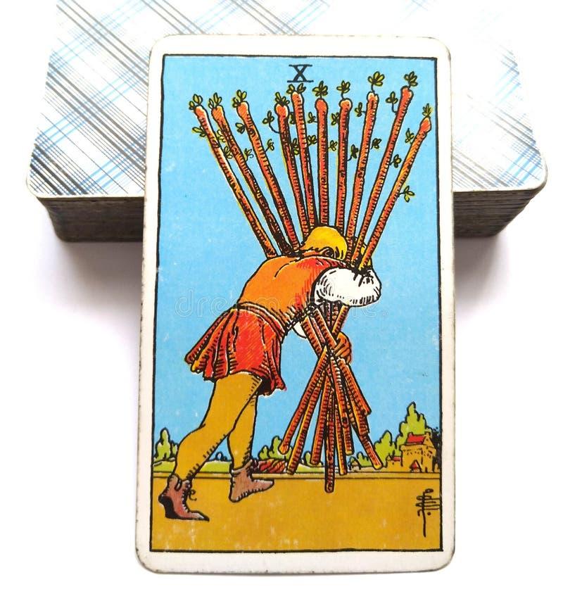 10 zehn der Stabs-Tarock-Karten-Rennstrecke halten fast dort Ihren Kopf unten und halten, zu gehen ein abschließender Stoß-Erfolg lizenzfreie abbildung