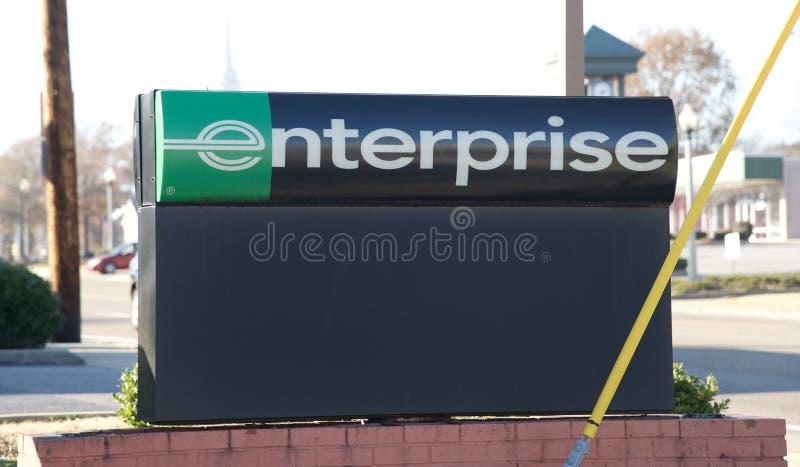 Zeichen auf einem Unternehmens-Automietgeschäft stockfotografie