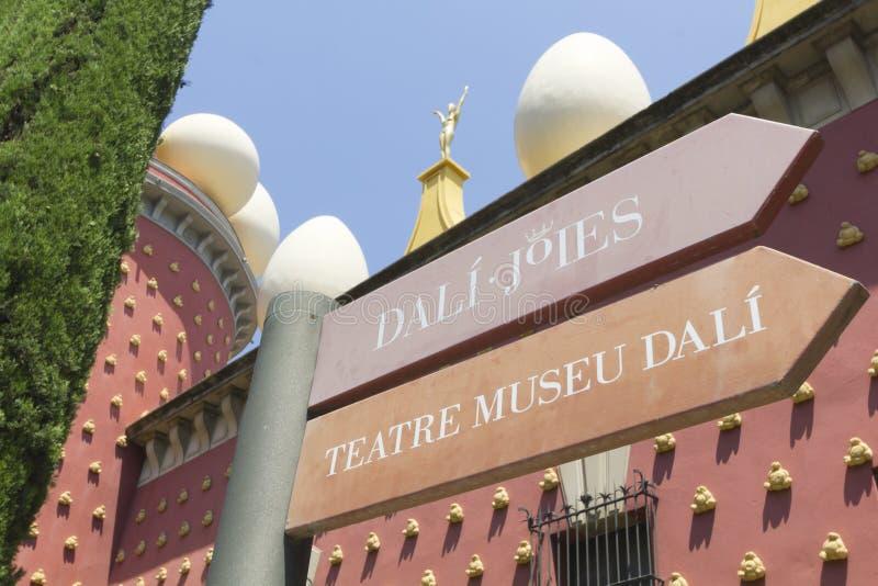 Zeichen Dali-Museum in Figueres lizenzfreie stockbilder