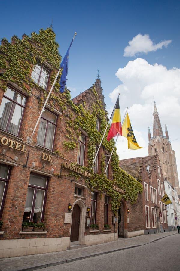 Zeichen, das Hotel in einer Brügge-Straße sagt lizenzfreies stockbild