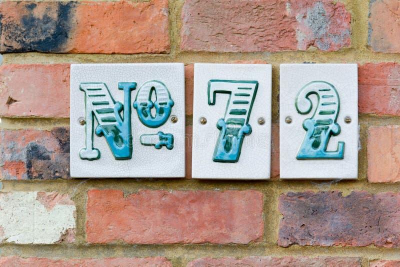 Zeichen der Hausnummer 72 stockfoto