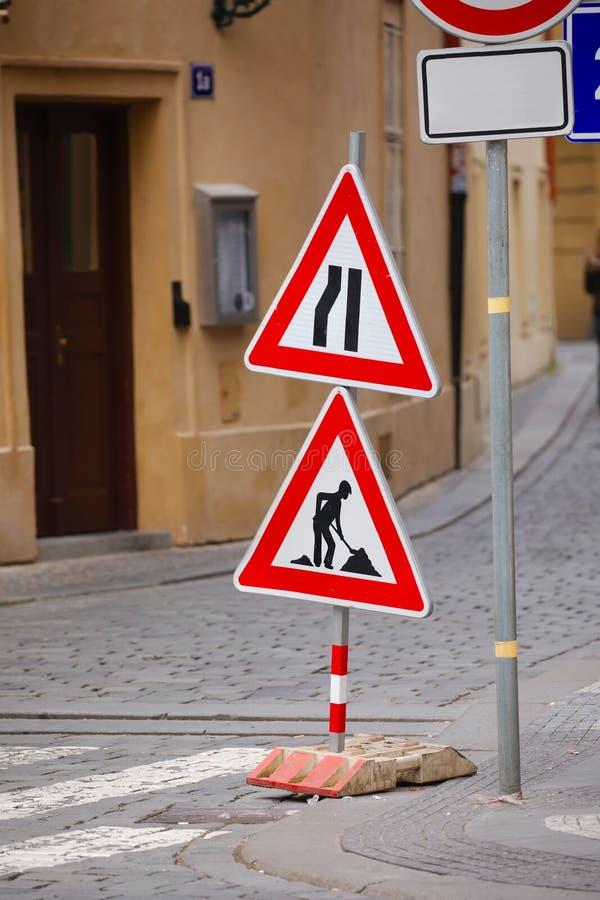 Zeichen für Bau stockfotos
