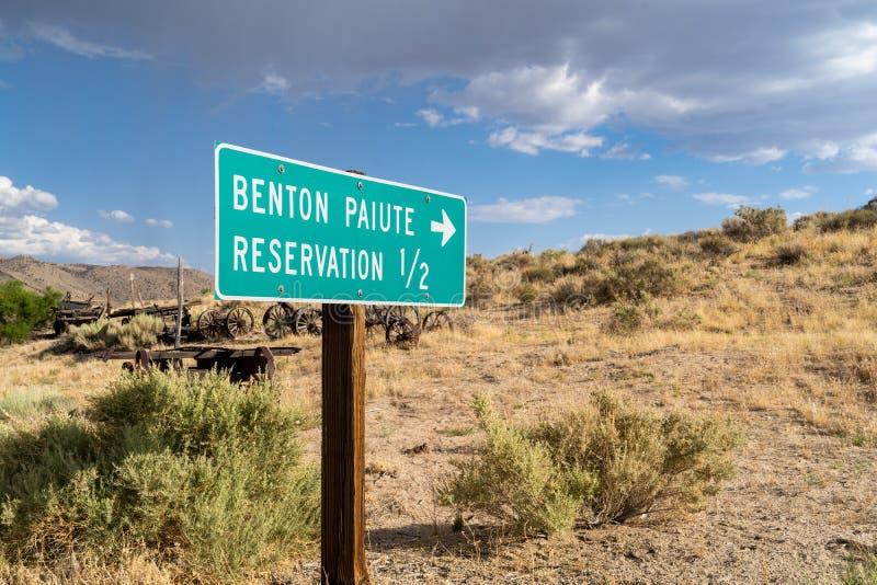 Zeichen für Benton Paiute Indian Reservation in Kalifornien stockfotografie