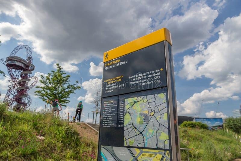 Zeichen für die Königin Elizabeth Olympic Park, Stratford, lizenzfreies stockbild