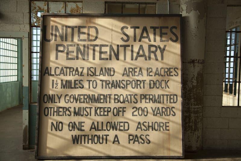 Zeichen innerhalb Alcatraz-Gefängnisses lizenzfreie stockfotografie