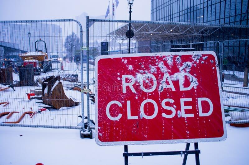 Zeichen-Klipppfad der Straße geschlossener lizenzfreies stockfoto