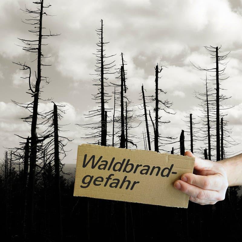 Zeichen mit der Aufschrift 'Risiko des verheerenden Feuers ' stockfoto