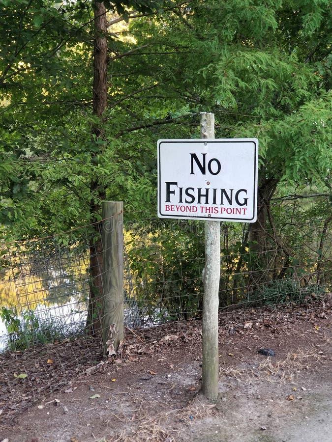 Zeichen sagt kein Fischen über diesem Punkt hinaus lizenzfreie stockfotos