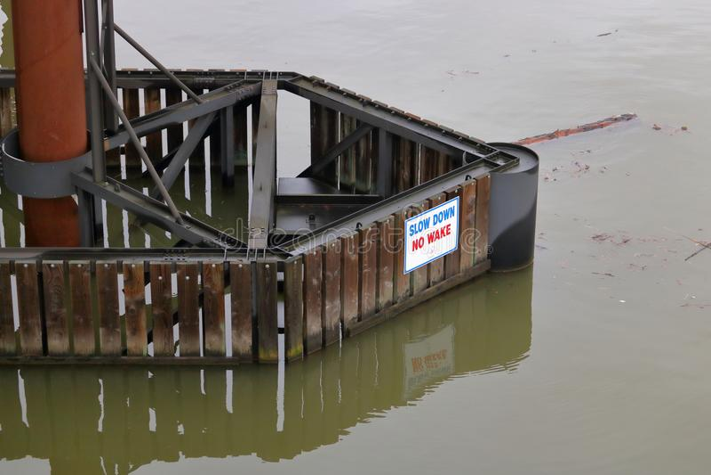 Zeichen-Schutz für Brücken-Infrastruktur stockfotografie