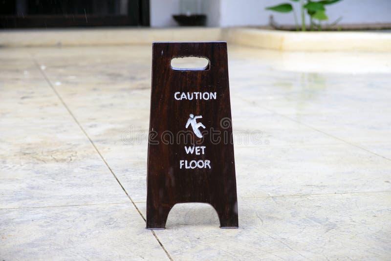 Download Zeichenwarnung Des Nassen Bodens Der Vorsicht Stockbild - Bild von wartung, vorhalle: 45549495